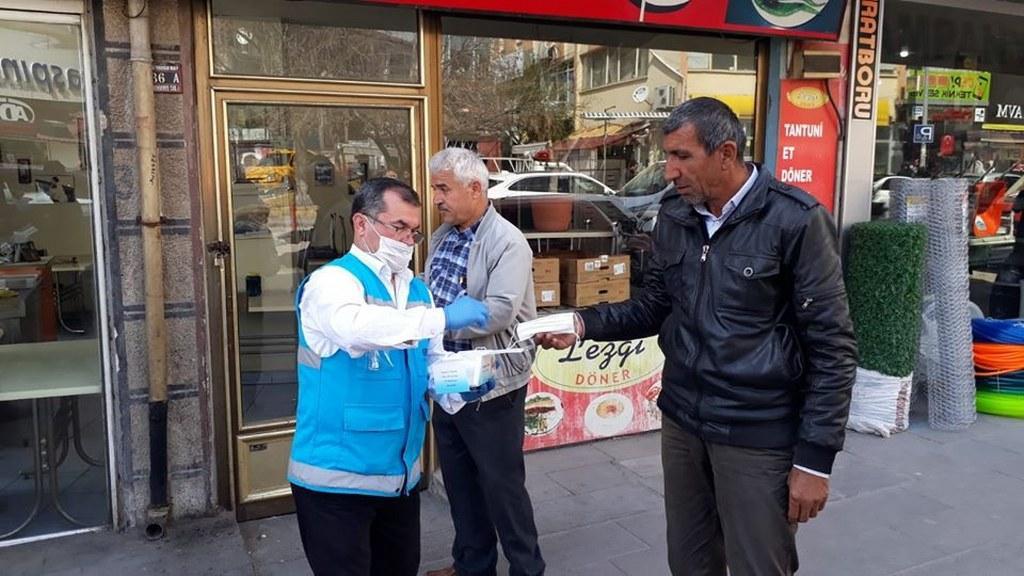 Kırıkkale'de Maskeler Ücretsiz Dağıtılıyor