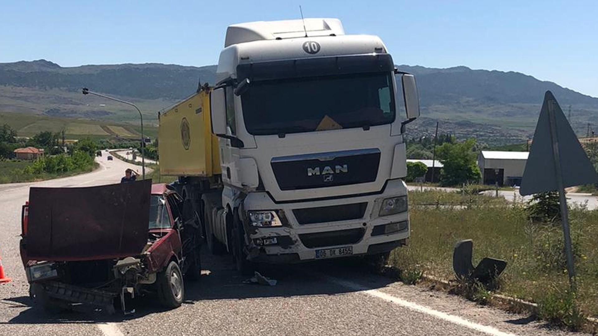 Kırıkkale Kaza - Kamyon ile otomobil çarpıştı