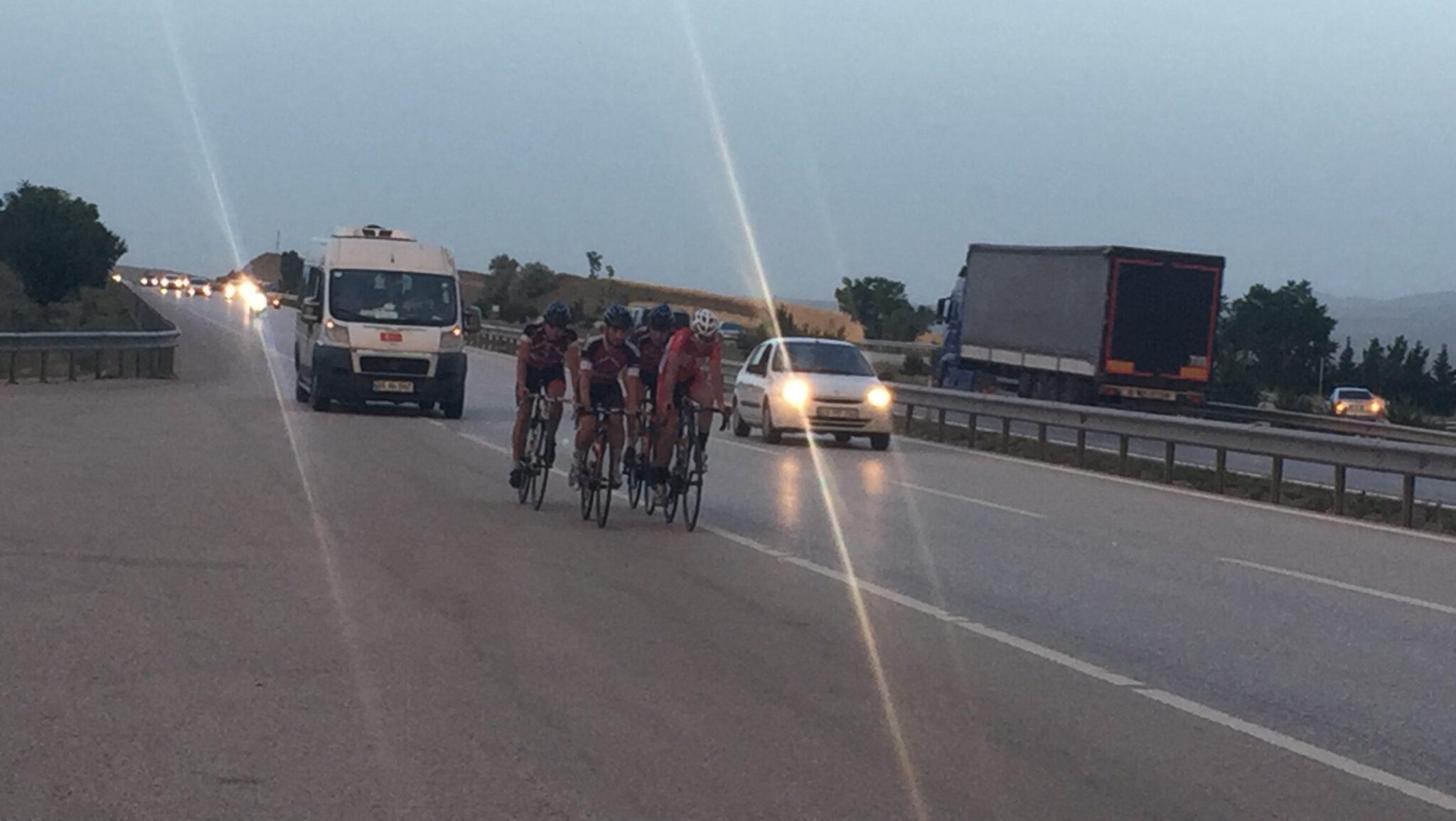 1130C3F1 1E22 4108 8064 AF9BA45B9C3D scaled - Milli Bisiklet sporcuları, 680 kilometrelik yolu bisikletle gidiyor.