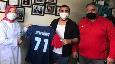Photo of Futbolculardan sağlık çalışanlarına 'moral' ziyareti