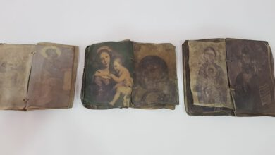 Photo of Kırıkkale'de ceylan derisi üzerine yazılmış tarihi dua kitapları ele geçirildi