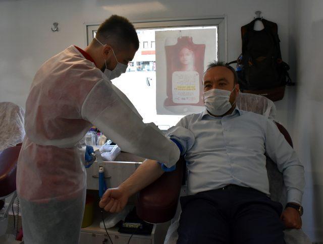 ak parti kirikkale il teskilatindan kan bagisi 12828352 o - AK Parti Kırıkkale İl Teşkilatından kan bağışı