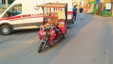 Photo of Elektrikli bisikletle otomobil ile çarpıştı