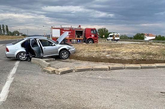 İki otomobil çarpıştı 4 yaralı